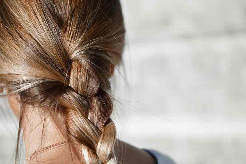 Kozieradka na wypadające włosy, kozieradka, płyn z kozierdki, jak zatrzymać utratę włosów, piękne włosy, zdrowe włosy, gęste włosy