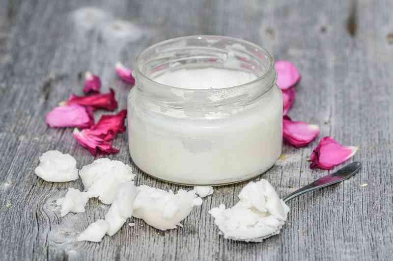 omowa maseczka do suchej skóry twarzy z olejkiem kokosowym i bananem, pielęgacja suchej skóry, maseczka do suchej skóry