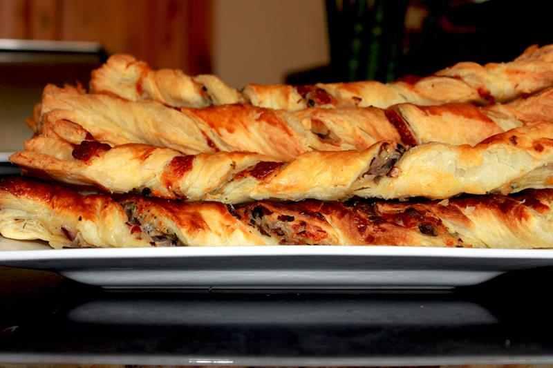przepis na paluchy z ciasta francuskiego, paluszki z serem pieczarkami, paluchy z serem pieczarkami, szybka przekąska, ciasto francuskie, przekąska, poczęstunek, zdrowy styl joanny, pieczarki, ser, ciasto francuskie z serem