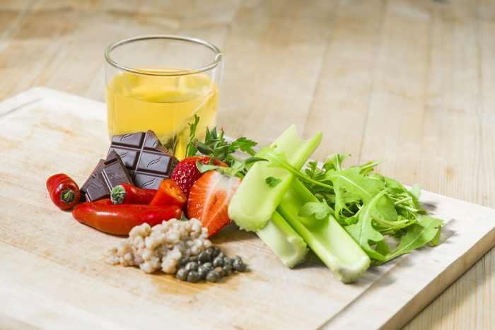 Produkty sirtfood, co to są produkty Produkty sirtfood, zdrowy styl joanny, dieta, truskawki, seler, zielona herbata, gorzka czekolada, papryka, kasza, kasze