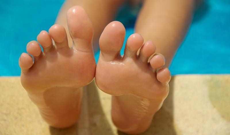 swieże stopy, puder do stóp, maseczki do stóp, ładne stopy, domowa pielęgnacja stóp