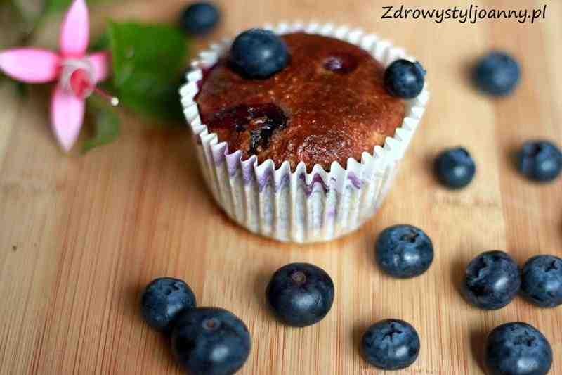 Babeczki z jagodami. przepis na babeczki, fit babeczki, dietetyczne babeczki, muffiny, muffinki, zdrowe muffinki, dietetyczne muffinki, dietetyczne babeczki, zdrowy styl joanny, muffinki z owocami, babeczki z owocami, wiem co jem, zdrowa dieta, zdrowy styl życia