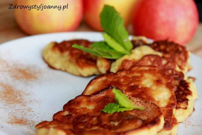 Placki z jabłkiem i cynamonem. placki, placuszki. placuszki z jablkami, przekąska, fit placki, dietetyczne placki, jabłka, puszyste placki, przepis na placki, placki dla dzieci, zdrowy styl joanny