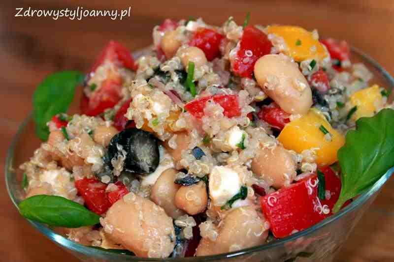 Sałatka z quinoa, ciecierzycą i bazylią. kasza, zdrowy styl joanny, smaczna sałatka, przepis na sałatkę, papryka, bazylia, ser feta, iliwki, pomidory, sałatka z serem feta, dieta, fit sałatka, dietetyczna sałatka