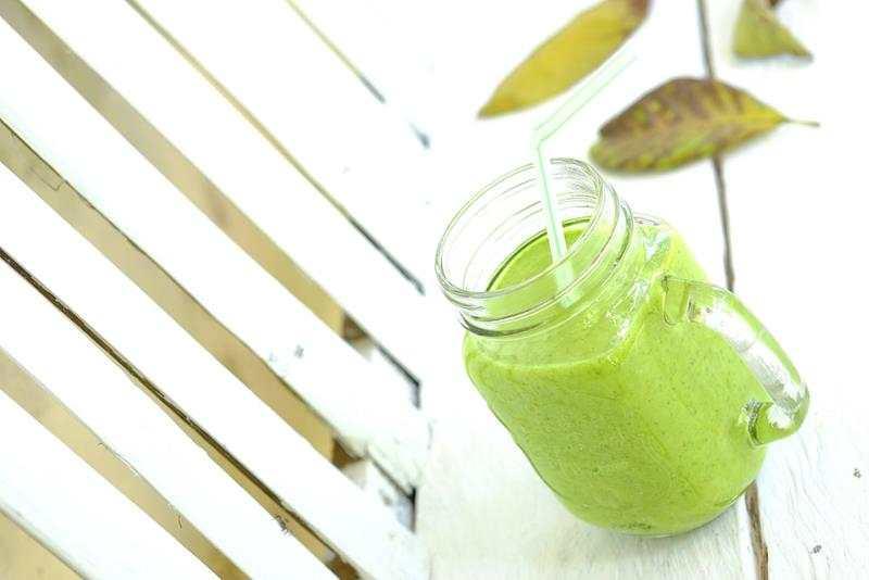 Smoothie z ananasem, ogórkiem i szpinakiem. zielone smoothie, smaczne smoothie, smoothie z ogórkiem, smoothie z ananasem, smoothie ze szpianakiem, szpinak, ogórek, ananas, zdrowy styl joanny, dieta, zielony koktajl, przepis na smoothie, przepis na koktajl