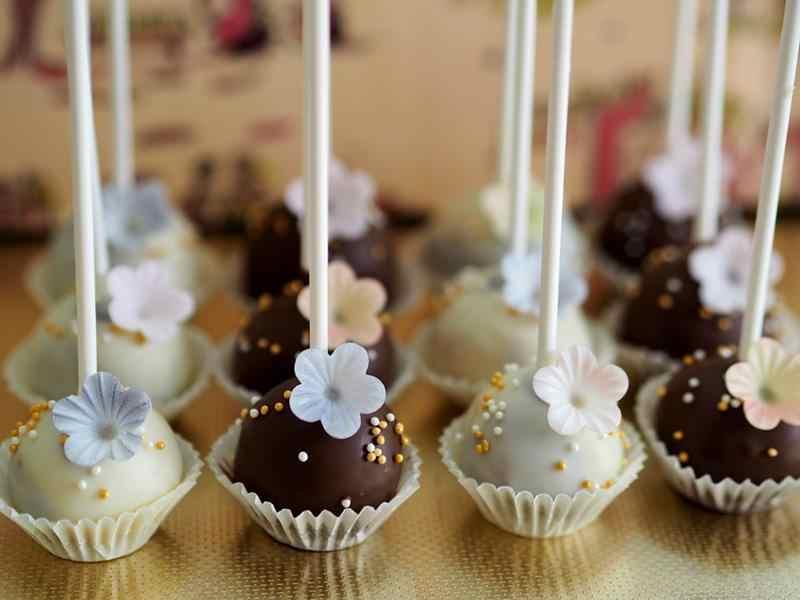 Domowe lizaki z czekolady. domowe lizaki, czekoldowe lizaki, pyszne lizaki, świateczny prezent, prezent dla gości, zdrowy styl joanny, lizak, czekoladowy lizak, smaczne lizaki