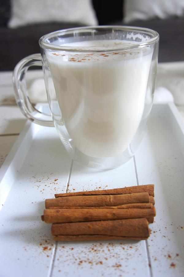 Gorąca biała czekolada. czekolada do picia, przepis na czekolade do picia, smaczna czekolada, napój zimowy, napój na zimę, biała czekolada do picia, rozgrzewający napój, zdrowy styl joanny, czekolada dla dzieci,