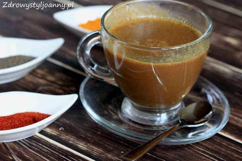 Domowa gorąca czekolada z kurkumą. Złote mleko.
