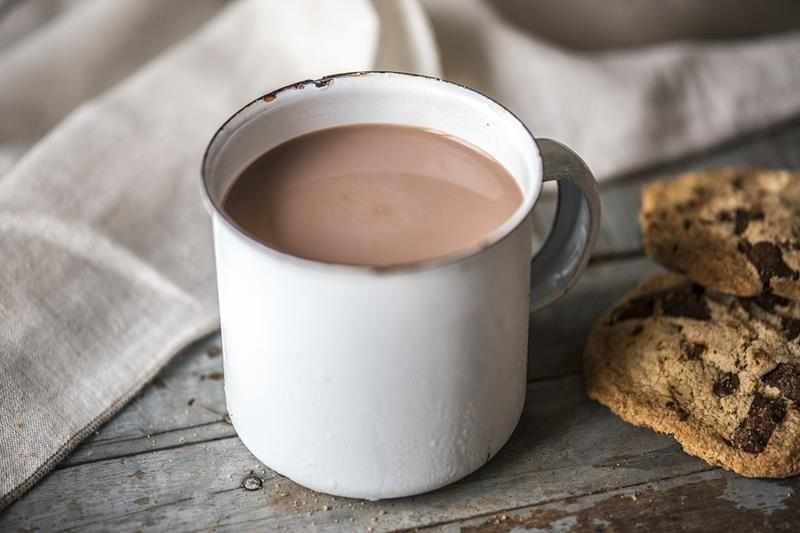 Domowe wegańskie czekoladowe mleko kokosowe. mleko kokosowe, przepis na mleko kokosowe, napój kakaowy, napój czekoladowy, zdrowe mleko, zdrowy styl joanny, czekoladowy napój, przepis na mleko kokosowe, mleko dla dzieci, zdrowe mleko, mleko bez laktozy, fit mleko, redukcja, odchudzanie, kakao, wanilia, cukier kokosowy