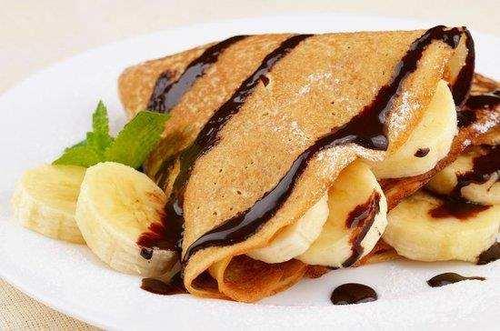 Naleśniki z bananem. przepis na naleśniki, zdrowe naleśniki, fit naleśniki, dietetyczne naleśniki, bananowe naleśniki, gorzka czekolada, przekąska, podwieczorek, banany, banan, mleko, zdrowy styl joanny