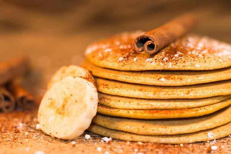 Wegańskie placki z bananem. Bez mleka i jajek. cynamon, placki bananowe, placuszki, fit placki, dietetyczne placki, banany, zdrowa dieta, zdrowy styl joanny, wiem co jem, placuszki, przepis na fit placki, placki bez jajek, placki bez mleka, bez laktozy, zdrowa dieta, redukcja, odchudzanie