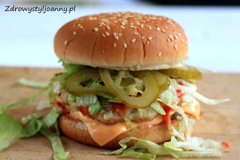 Domowe hamburgery. domowy hamburger, indyk, fit hamburger, dietetyczny hamburger, ogórek, ogórek kiszony, ser, cebula, sałata, sałata rzymska, sos, dietetyczny hamburger, przepis na hamburgera, zdrowa dieta, odchudzanie, redukcja, fast food, zdrowy fast food, zdrowy styl joanny