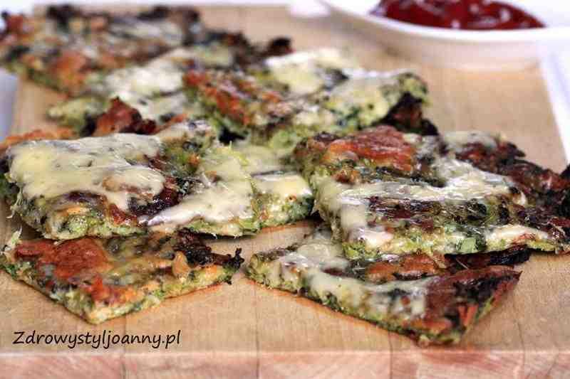 Brokułowe paluszki z serem. ser mozzarella, ser, przekąska, fit przekąska, zdrowa przekąska, smaczna przekąska, przepis na zdrową przekąskę, wiem co jem, przystawka, przekąska na ciepło, przekąska na słono, brokuły, zapiekane brokuły, ser zapiekany, pizza, serowa, sos, ketchup, zdrowa dieta, zdrowy styl joanny, fit przekąska, dieta, zdrowa dieta, zielone warzywa, blog kulinarny, dietetyczne przepisy, zdrowe przepisy, przekąska na imprezę, przekąska na przyjęcie, poczestunek dla gości.