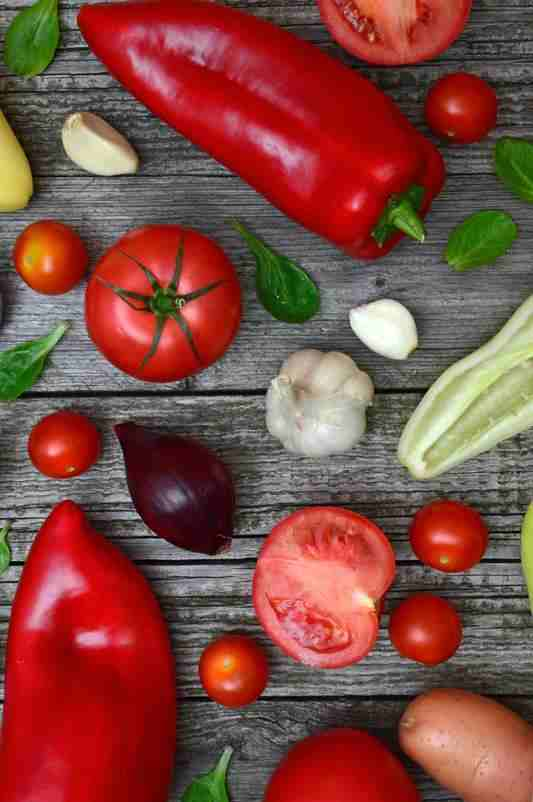 Jak prawidłowo myć warzywa. jak myć warzywa, jak pozbyc sie pestycydów z warzyw, jak myć warzywa liściaste, gdzie są pestycydy, najbardziej skażone warzywa pestycydami, seler, pomidory, kapusta, szpinak, brokuł, szparagi, cebula, papryka słodka, papryka, ostra papryka, sałata, kapusta, marchewka, kalafior, zdrowy styl joanny, warzywa, jak myć warzywa,