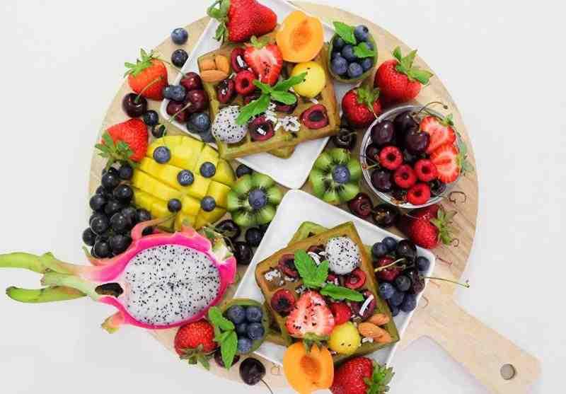 Jak prawidłowo przechowywać owoce. owoce, jak przechowywać owoce, jak przechowywać owoce by się nie psuły, jak zachować świeżość owoców, maliny, truskkawki, poziomki, pomarańcze, aruz, mango, melon, rzoskwinie, blog kulinarny, zdrowa dieta, zdrowy styl joanny, wiem co jem, kiwi, jagody, mango wiśnie, czesreśnie
