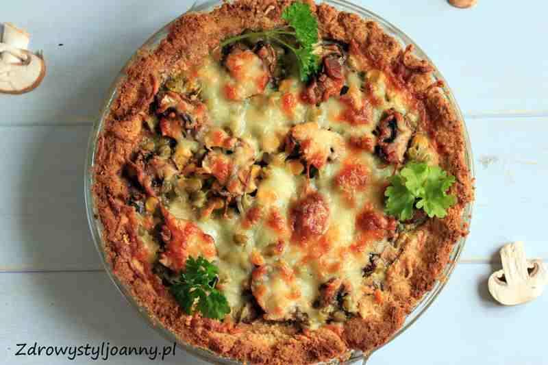 Tarta z pieczarkami i serem mozzarella. pieczarki, czosnek, groszek, kukurydza, tarta grzybowa, przepis na tartę grzybową, tarta z pieczarkami, tarta z groszkiem, tarta z kukurydzą, fit tarta, tarta bez mięsa, przepis na tartę, obiad, pomysł na obiad, zdrowy styl joanny, bazylia, oregano, tarta z ziolami, blog klinarny, influencer, ditetyczny obiad,
