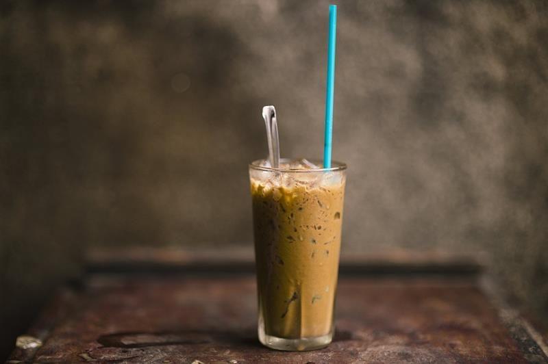 Kawowy koktajl proteinowy. koktajl z kawy, koktajl białkowy, koktajl z jajkiem, koktajl z nasionami konopi, nasiona konopi, wanilia, syrop klonowy, pyszny koktajl, koktajl z kawą, śniadaniowy koktajl, zdrowy styl joanny, śniadanie, blog kulinarny, fot śniadanie, dieta, influencer, fit przepisy, blog kulinarny, smaczne przepisy