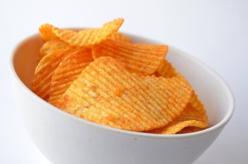 Zdrowe chipsy z batatów. bataty, słodkie ziemniaki, fit chipsy, domowe chipsy, smaczne chipsy, pyszne chipsy, zdrowe chupsy, kurkuma, chipsy z kurkumą, zdrowy styl joanny, blog kulinarny, influencer, wiem co jem, przekąska, fit przekąska, zdrowe przepisy, smaczne przepisy, dieta, redukcja, jak zrobić domowe chipsy,przepis na chipsy