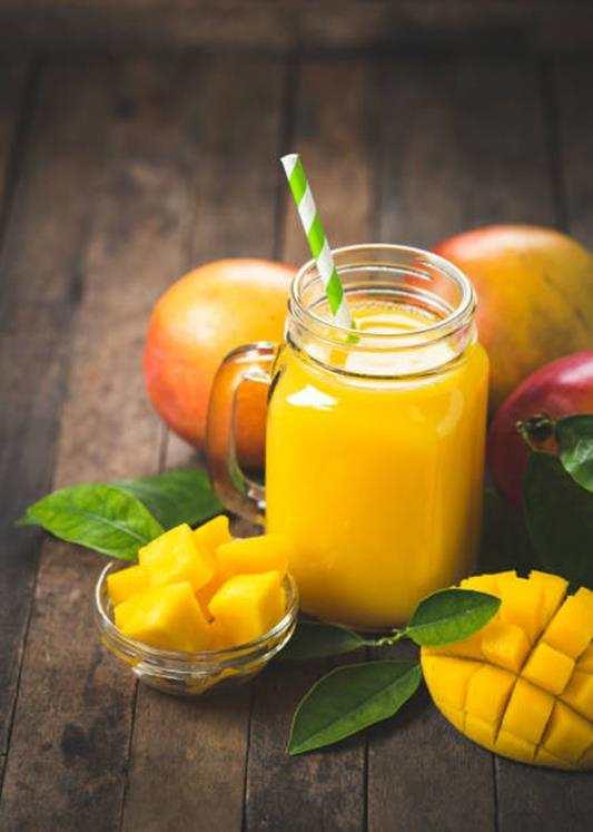 Koktajl z mango i banana. koktajl, owocowy koktajl, przepis na koktajl, przepisy na koktajle, fit koktajl, żółty koktajl, koktajl z bananem, koktajl z mango, fit koktajl, dietetyczny koktajl, zdrowy koktajl, zdrowy styl jonny, blog kulinarny, blogerka, influencer, przepisy, fit przepisy, wiem co piję, mango, banan,