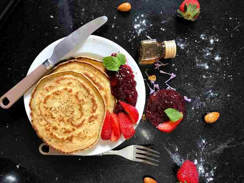 Naleśniki jaglane. Naleśniki bez glutenu. prepis na naleśniki, przepis na placki, bez laktozy, bez cukru, bez glutenu, fit placki, fit naleśniki, smaczne naleśniki, szybkie śniadanie, zdrowa dieta, zdrowe śniadanie, mąka jaglana, placki jaglane, dieta, redukcja, zdrowy styl joanny, fit, fit nalesniki, mleko kokosowe, influencer, blog kulinarny, naleśniczki, dla dzieci,
