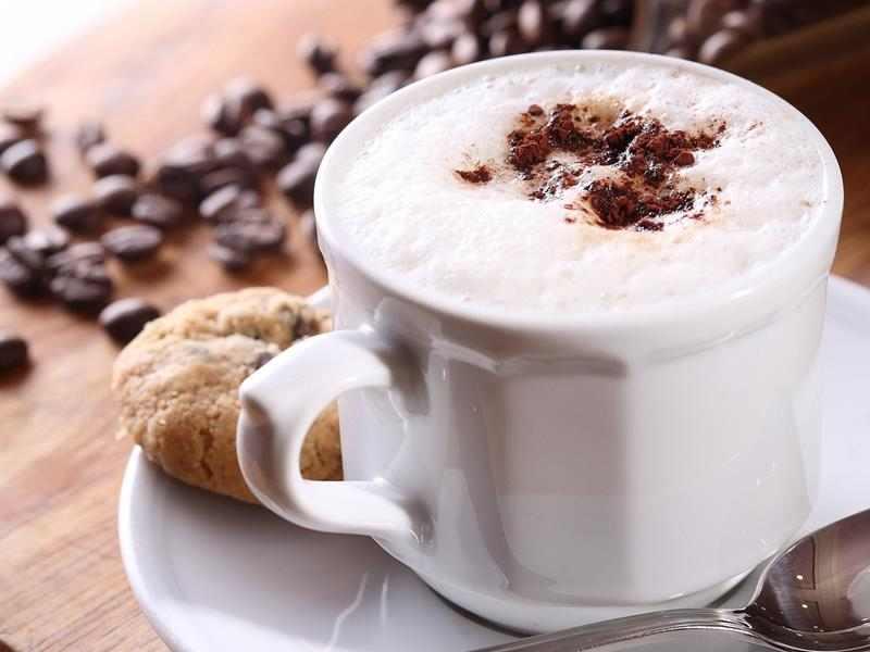Kokosowe latte. latte, domowe latte, mleko, spienione leko, domowa kawa, espresso, pyszna kawa, fit kawa, syrop kokosowy, kawusia, przepis na kawę, mocna kawa, blog kulinarny, influencer, przepisy, fit przepisy, napoje na zimę, rozgrzewająca kawa, kawka, domowe latte, jak zrobić latte,