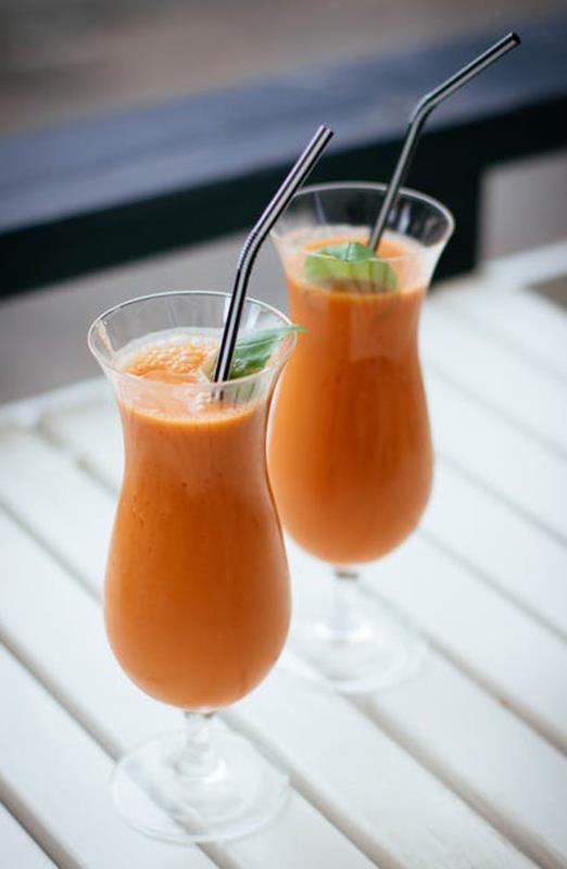 Wegański koktajl z ananasa i marchewki. ananas, cynamon, marchewka, orzechy pekan, sałata rzymska, koktajl, przepis na koktajl, zdrowy koktajl, odżywczy koktajl , wegański koktajl, mleko kokosowe, właściwości ananasa, wlaściwości marchewki, właściwości cynamonu, dieta, odzywianie, aromatyczny koktajl, redukcja, owocowo warzywny koktajl, koktajl z orzechami, wiem co jem, zdrowy styl joanny, blog kulinarny, blogerka, influencer polska,