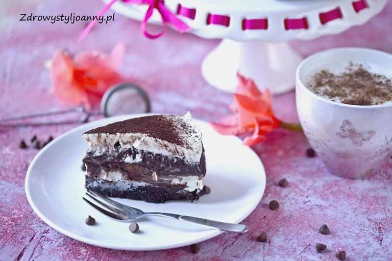 """Ciasto """"sex in a pan"""". ciasto sex na patelni, ciasto z kremem, bita śmietana, buby czekoladowy, ciasto z budyniem, ciasto z bitą śmietaną, ciasto z twarogiem, pycha ciasto, przepis, przepisy, blog kulinarny, stylizacja jedzenia, fotografia kulinarna, wiem co jem, pyszne ciasto, cianto na óżne okazje, kremowe ciasto, deser, kakao, mąka migdałowa, zdrowy styl joanny, blog kulinarny, blogerka,"""