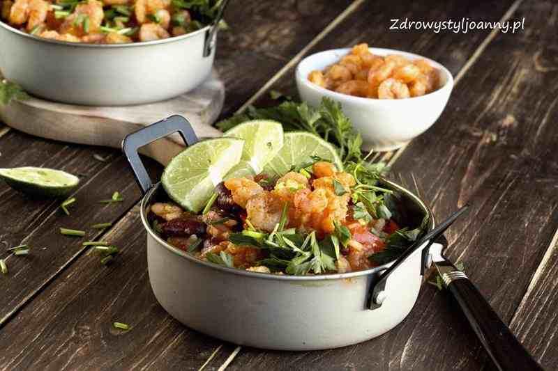 Krewetki po meksykańsku. krewerki, pomidory, papryka, kuchnia meksykańska, chili, jalapenos, ryż, oniad, szybki obiad, smaczny obiad, pomysl na obiad, właściwości krewetek, przepisy, blog kulinarny, stylizacja jedzenia, fotografia kulinarna, zdrowy styl joanny, pyszne jedzenie, influencer,