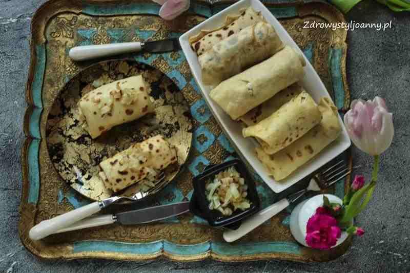 Naleśniki ruskie. twaróg, ziemniaki, naleśniki, naleśniki wytrawne, obiad, pomysł na obiad, przepis na naleśniki, cebula, pieczone naleśniki, stylizacja jedzenia, fotografia kulinarna, wiem co jem, zdrowy styl joanny, pysznie, przepisy, jedzenie, infuencer, blogg, blogger,